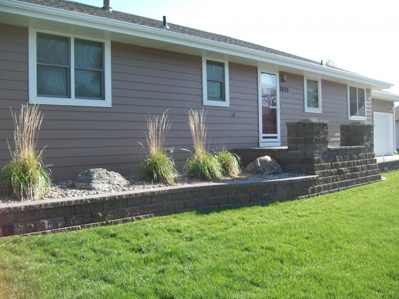 Retaining Wall with Planting Bed