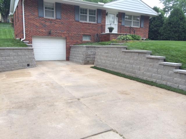 retaining wall along driveway